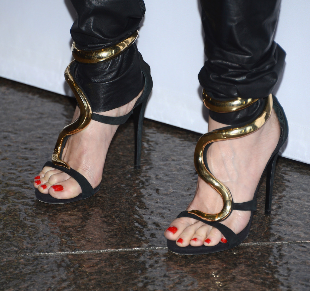 Gwen-Stefani-Balmain-The-Bling-Ring-Los-Angeles-Premiere-4